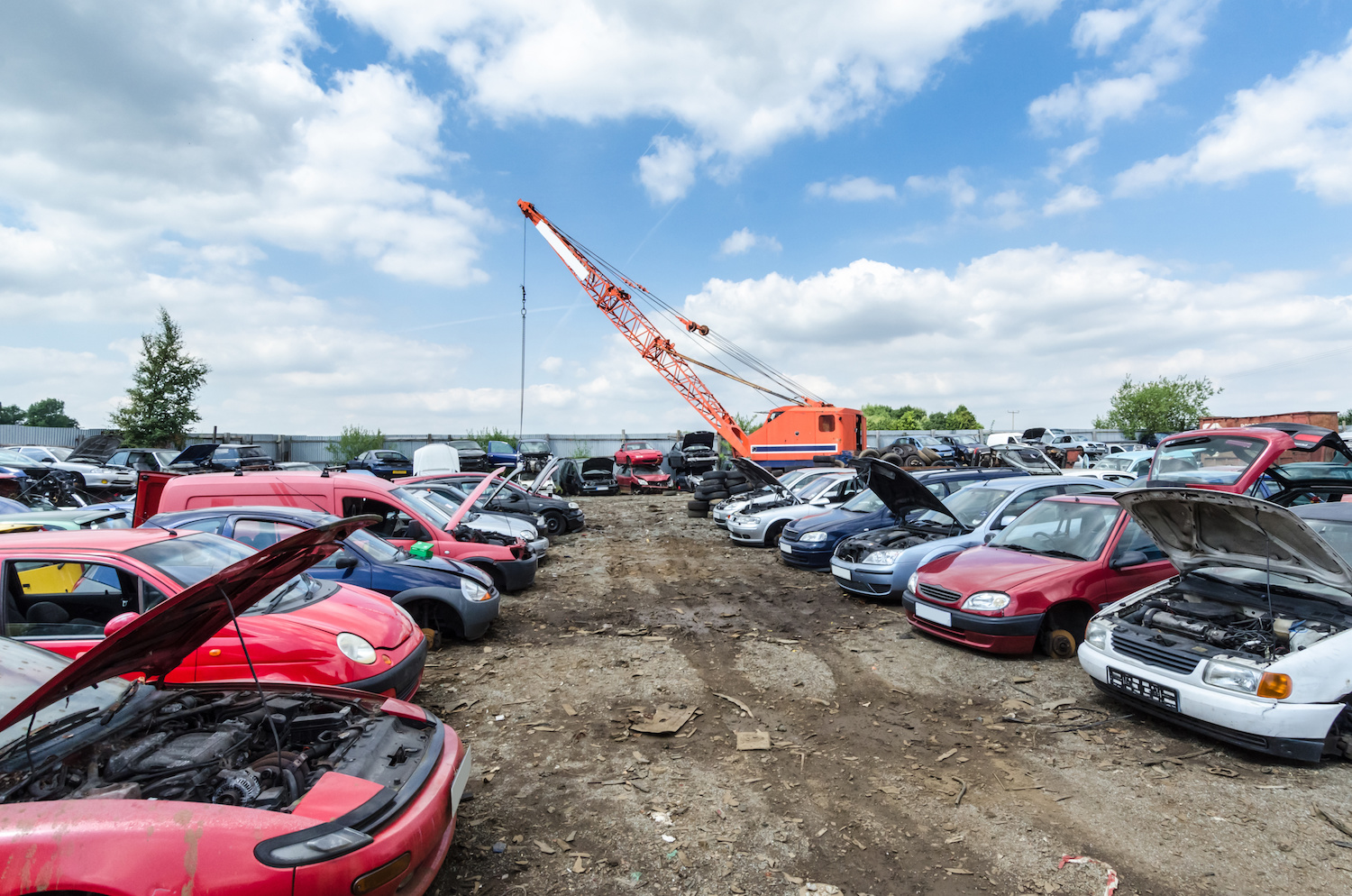 How to Find the Auto Parts You Need in a Junkyard
